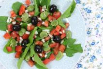 Bób z fetą i pomidorkami - pożywna sałatka [łatwy przepis]