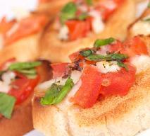 Bruschetta z pomidorem i mozarellą - dobry przepis na bruchettę