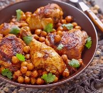Marokański gulasz z kurczaka i ciecierzycy: solidna porcja energii dla każdego