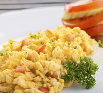 Jajecznica z pomidorami - przepis na śniadanie pełene potasu