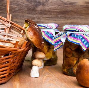 Grzyby marynowane w ostrej zalewie: składniki i przepis