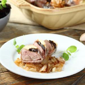 Wątróbka drobiowa w szynce szwarcwaldzkiej duszona z cebulą: pyszne danie z wątróbki