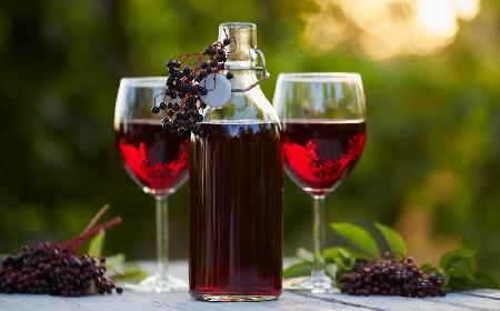 Wino z owoców czarnego bzu