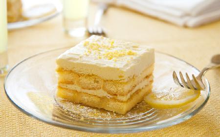 Cytrynowiec bez pieczenia: przepis na idealny deser