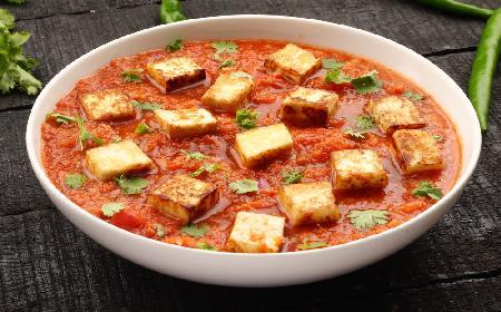 Tofu w pomidorach: przepis na wegetariański gulasz