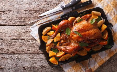 Kurczak pieczony w pomarańczach: przepis + WIDEO