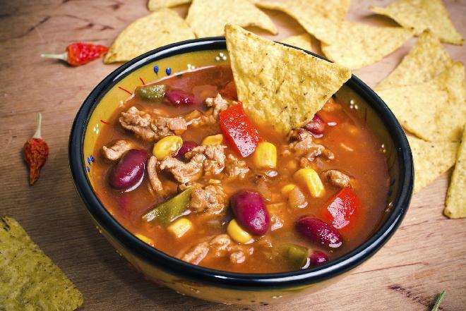 Rozgrzewająca zupa meksykańska z mieloną wołowiną i fasolą [PROSTY PRZEPIS]