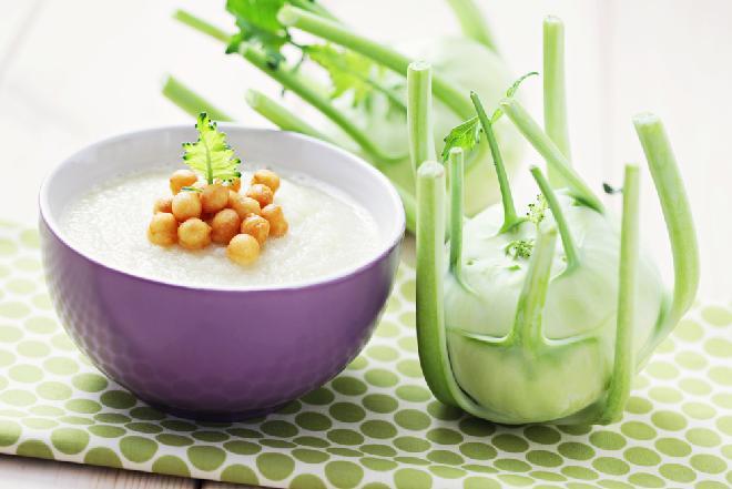 Zupa z kalarepki: kremowa i aromatyczna