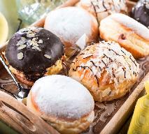 Pączki z lukrem i białą czekoladą: przepis na karnawałowy przysmak [WIDEO]