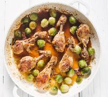 Doskonałe nóżki kurczaka pieczone z brukselką: danie 2w1 na obiad
