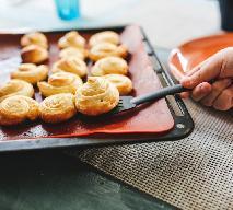 Niedrogie ślimaczki serowe z gotowego ciasta francuskiego - chrupiące i pyszne