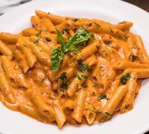 Makaron w pikantnym sosie pomidorowym: przepis Gigi Hadid