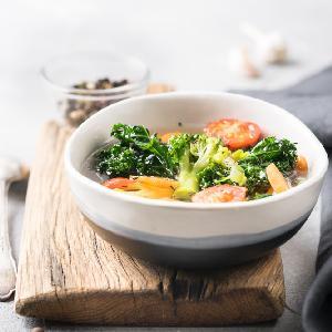 Odchudzająca zupa warzywna z bulwami kopru włoskiego: lepsza od kapuścianej