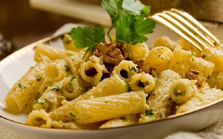 Makaron z sosem orzechowym: przepis na zdrowe danie