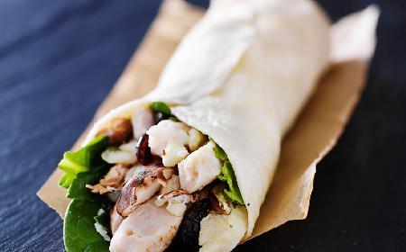 Tortilla z indykiem i żurawiną - przepis z menu beszamel
