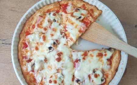 Pizza bez drożdży: jak zrobić proszkowe ciasto na pizzę?