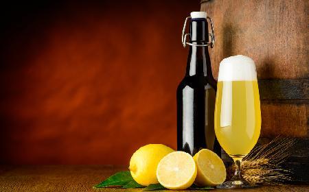 Domowy radler: przepis na drink z piwa i lemoniady