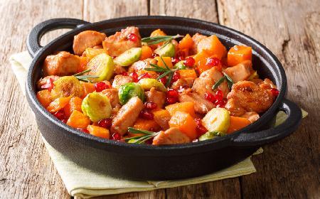Kurczak duszony z warzywami i brązowym ryżem