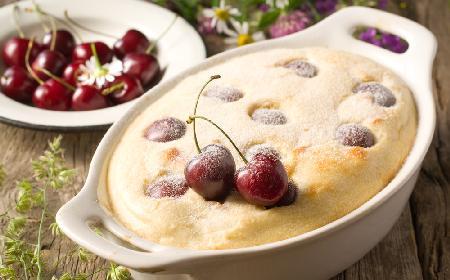 Clafoutis - błyskawiczne ciasto z czereśniami na ciepło
