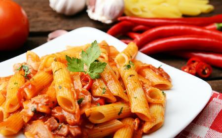 Penne z papryką i czosnkiem: obiad po włosku