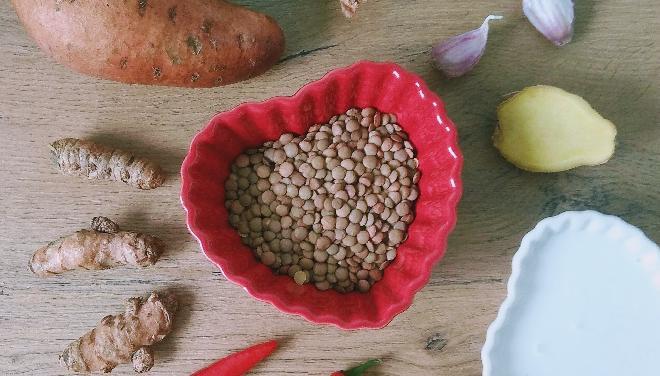 Zupa z batatów i soczewicy: przepis krok po kroku