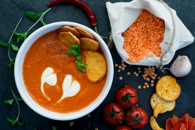 Pomidorówka ze świeżych pomidorów: szybki przepis