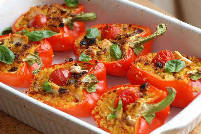 Papryka faszerowana z grilla lub piekarnika: przepis wegetariański