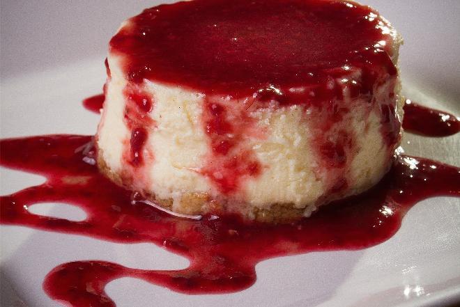 Pudding twarogowo-wiśniowy: przepis na smaczny deser z wiśniami